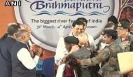 58 साल पहले जान बचाने वाले भारतीय जवान के गले लगकर भावुक हुए दलाई लामा