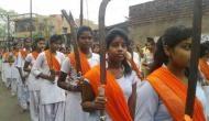 पश्चिम बंगाल: रामनवमी पर बच्चों के हाथ में तलवार और धारदार हथियार