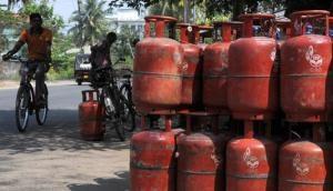 सरकार ने होली से पहले LPG सिलेंडर किया सस्ता
