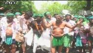 'अनसुना' अनशन: तमिलनाडु के किसानों का फटे कपड़े और खाली बोतलों के साथ हल्ला बोल