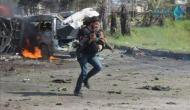 सीरिया हमले की दर्दनाक तस्वीर आर्इ सामने, कैमरा नीचे फेंक बच्चे को बचाने दौड़ा फोटोग्राफर