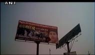 मेरठ-देहरादून एक्सप्रेस वे पर लगे 'कश्मीरियों उत्तर प्रदेश छोड़ो' के होर्डिंग