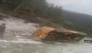 जम्मू-कश्मीर: डोडा में बर्फ की चट्टान से टकराई मिनी बस, 4 की मौत 10 घायल