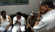 मथुरा हत्याकांड: भड़के परिजन, ऊर्जा मंत्री श्रीकांत शर्मा ने जोड़े हाथ