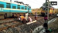 झारखंड: नक्सलियों ने रेलवे ट्रैक उड़ाया, दुर्घटना टली