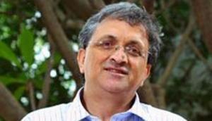 गुजरात में नहीं पढ़ाएंगे इतिहासकार रामचंद्र गुहा, ABVP ने किया था नियुक्ति का विरोध