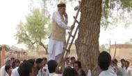 नेटवर्क के लिए पेड़ पर चढ़े मंत्री तो गांव में लग गया टावर
