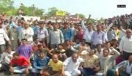 MP: आंदोलनकारी किसानों ने रेलवे ट्रैक पर किया कब्ज़ा, ट्रेनें रोकी