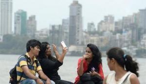 UP: Moradabad Police to penalise people taking 'life-threatening' selfies