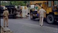 दिल्ली: मूलचंद अंडरपास पर टैंकर पलटा, 20,000 लीटर पेट्रोल बर्बाद