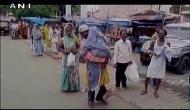 शर्मनाक: एंबुलेंस की आस में झुलसी बहन को कंधे पर रखकर भटकता रहा भाई