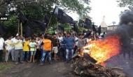 महाराष्ट्र: ज़मीन अधिग्रहण पर जंग, कल्याण में किसानों ने फूंकी गाड़ियां