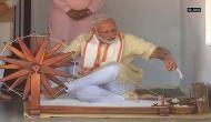 साबरमती आश्रम पहुंचे PM मोदी, चलाया बापू का चरखा