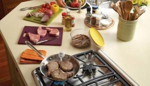 किचन में रखीं  ये 3 चीजें तुरंत हटा दें, नहीं तो शरीर बन जाएगा बीमारियों का घर