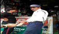 Video: 50 रुपये की रिश्वत लेते हुए पकड़ा गया ट्रैफिक कांस्टेबल