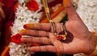 कर्नाटक में महिलाएं ख़ुद तोड़ रही हैं मंगलसूत्र