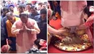 Women wash feet of Jharkhand CM Raghubar Das on Guru Mohatsav