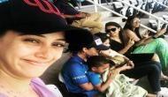 जब मैदान में होते हैं धोनी-युवराज, तब कुछ यूं मस्ती करती हैं इनकी बीवियां