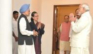 सोनिया गांधी के आगे मोदी ने जोड़े हाथ