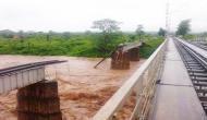 ओडिशा: भीषण बाढ़ में बह गया रेलवे का पुल