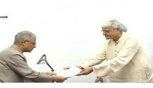 Gopalkrishna Gandhi files nomination for VP polls