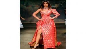 Shilpa Shetty sizzles ICW ramp with Monisha Jaising Opera collection