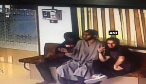 Terrorists try to snatch bank guard's rifle in Budgam