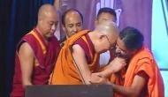 दलाई लामा ने सबके सामने खींच दी स्वामी रामदेव की दाढ़ी