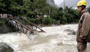 3 dead, 10 homes buried in Philippine monsoon landslide