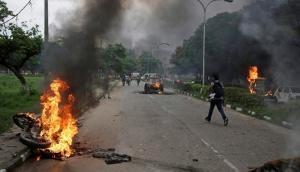 बाबा के गुंडों की हिंसा में 31 की मौत, सैकड़ों घायल, 1000 प्रदर्शनकारी धरे गए, नुकसान की भरपाई करेगी सरकार