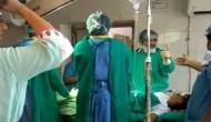 VIDEO: गर्भवती महिला को तड़पता छोड़ ऑपरेशन थियेटर में भिड़े दो डॉक्टर, नवजात शिशु की मौत