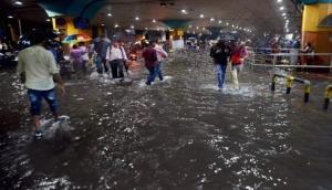 मुंबई: भारी बारिश ने बढ़ाई लोगों की मुसीबतें, जनजीवन बुरी तरह प्रभावित