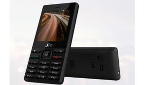 जियो का दीवाली ऑफर: JioPhone की कीमत कर दी आधी, साथ में डेटा फ्री