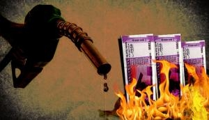 अंतरराष्ट्रीय बाजार में घटे तेल के दाम, सरकार क्यों नहीं कर रही पेट्रोल-डीजल के दामों में कटौती?