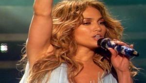 Jennifer Lopez wears platinum jewelry to 2018 MTV Video Music Awards