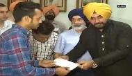 Navjot Singh Sidhu gave Rs 15 lakh to each farmer whose crops were damaged in a fire