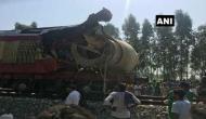 ट्रक ने मारी ट्रेन में टक्कर, रेलगाड़ी चालक की मौत