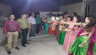 यूपी के बुंदेलखंड में करवा चौथ के दिन पत्नियों ने मिसाल की कायम