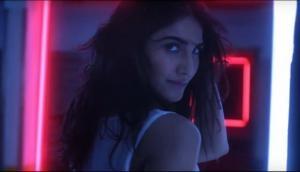 Vaani Kapoor sizzles in new hot song Main Yaar Manana Ni