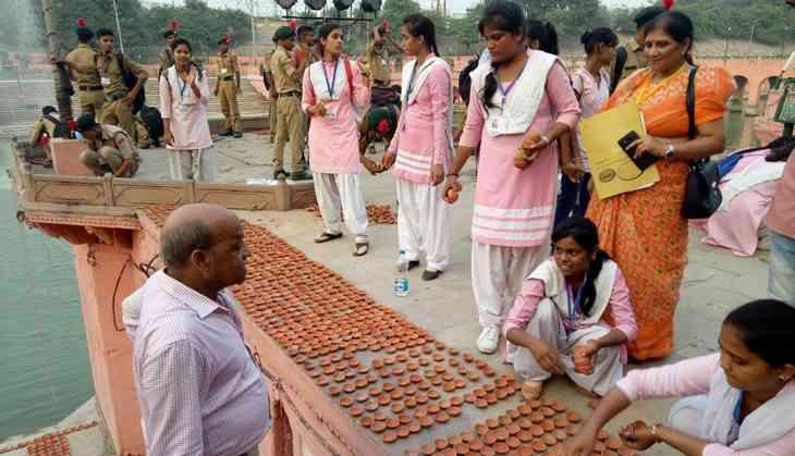 Diwali in Ayodhya: Ram, Laxman & Sita return in choppers. Yogi felicitates them