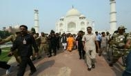 विवादों के बीच यूपी के सीएम योगी ने किया ताज का दीदार