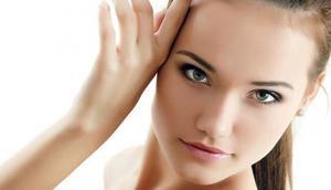 गर्मियों में स्किन को रखना है खूबसूरत और ग्लोइंग तो चेहरे पर लगाएं ये फेसपैक