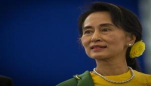 Suu Kyi makes first visit to Rakhine since breakout of violence