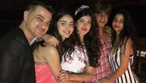 See Pictures: This close person to Suhana also celebrated her birthday with Shah Rukh Khan