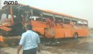यमुना एक्सप्रेसवे पर भयानक सड़क हादसा, स्कूल बस खाई में गिरी