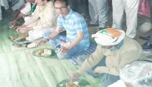 MP CM Shivraj Singh Chouhan dines with Adivasis in Turra