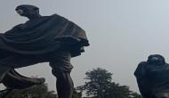 'गांधीजी' को प्रदूषण से बचाने के लिए मास्क पहनाना इस विधायक को पड़ा महंगा
