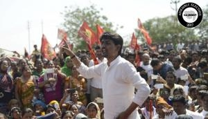 Alpesh Thakor set to win Radhanpur. Even BJP candidate says 'Congress Aave Chhe'