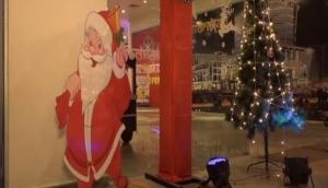 Christmas Day: क्रिसमस डे में बच्चों को गिफ्ट देने वाले सेंटा की क्या है कहानी?