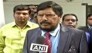 केंद्रीय मंत्री रामदास अठावले के साथ मारपीट, भरी सभा में युवक ने जड़ा तमाचा